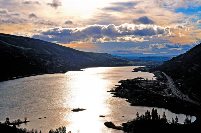 The Columbia looking upstream from the Rowena Overlook on old US 30 Scenic Drive Loop.  Early morning on March 31, 2011
