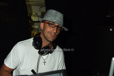 DJ photo by Rob Rich © 2008 516-676-3939 robwayne1@aol.com