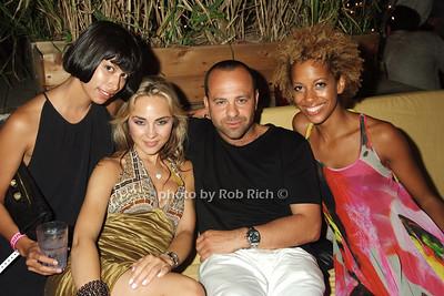 Michele Och, Anna, Arty,Carly Cushnie photo by Rob Rich © 2008 516-676-3939 robwayne1@aol.com
