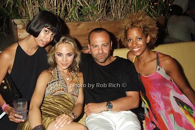 Michele Och, Anna, Arty, Carly Cushnie photo by Rob Rich © 2008 516-676-3939 robwayne1@aol.com