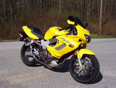 Brett's street bike a 2001 VTR1000F