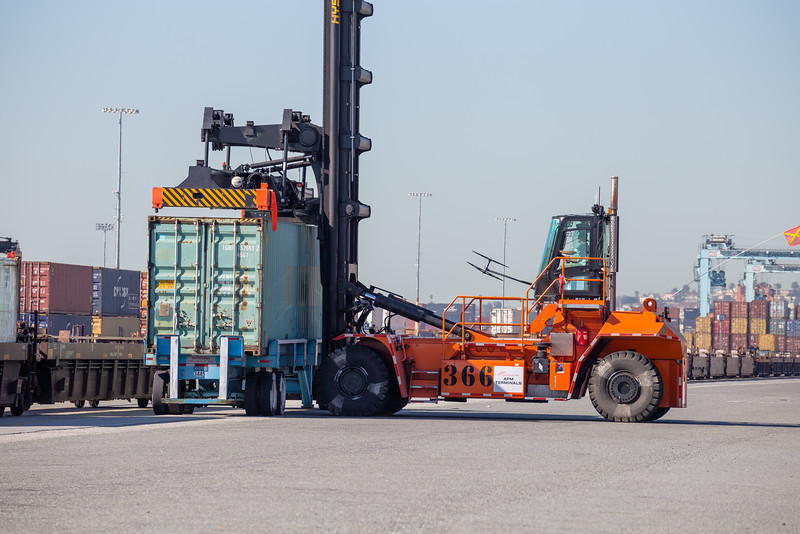 160225-loader-truck-rail-085