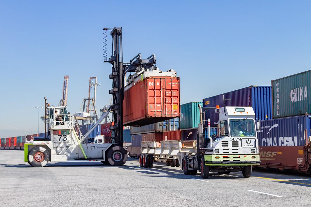160225-rail-truck-loader-150