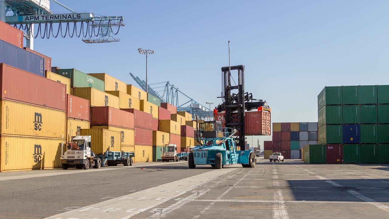 160225-loader-teu-truck-103