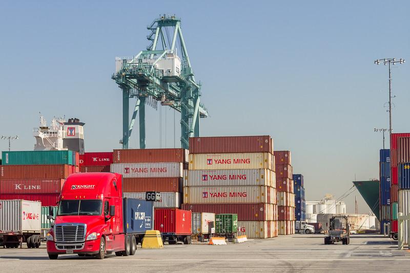 160225-truck-crane-teu-179