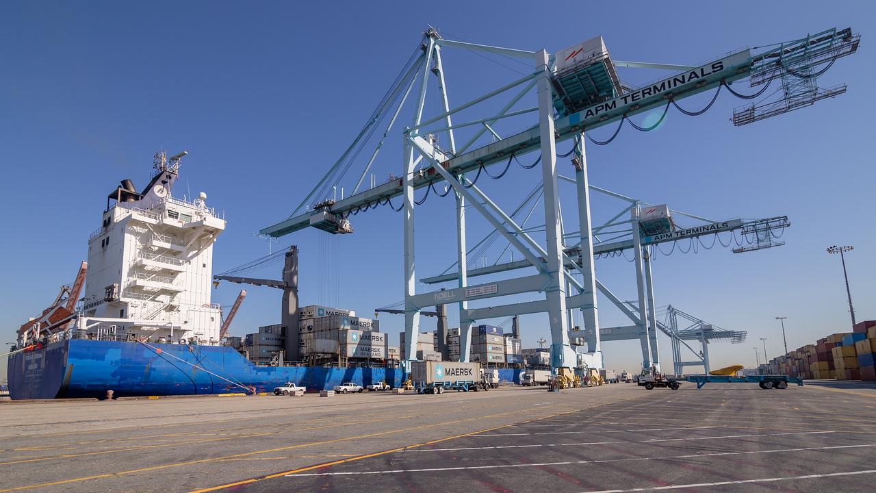 160225-ship-crane-110