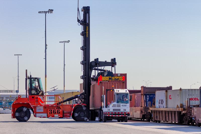 160225-loader-teu-truck-071