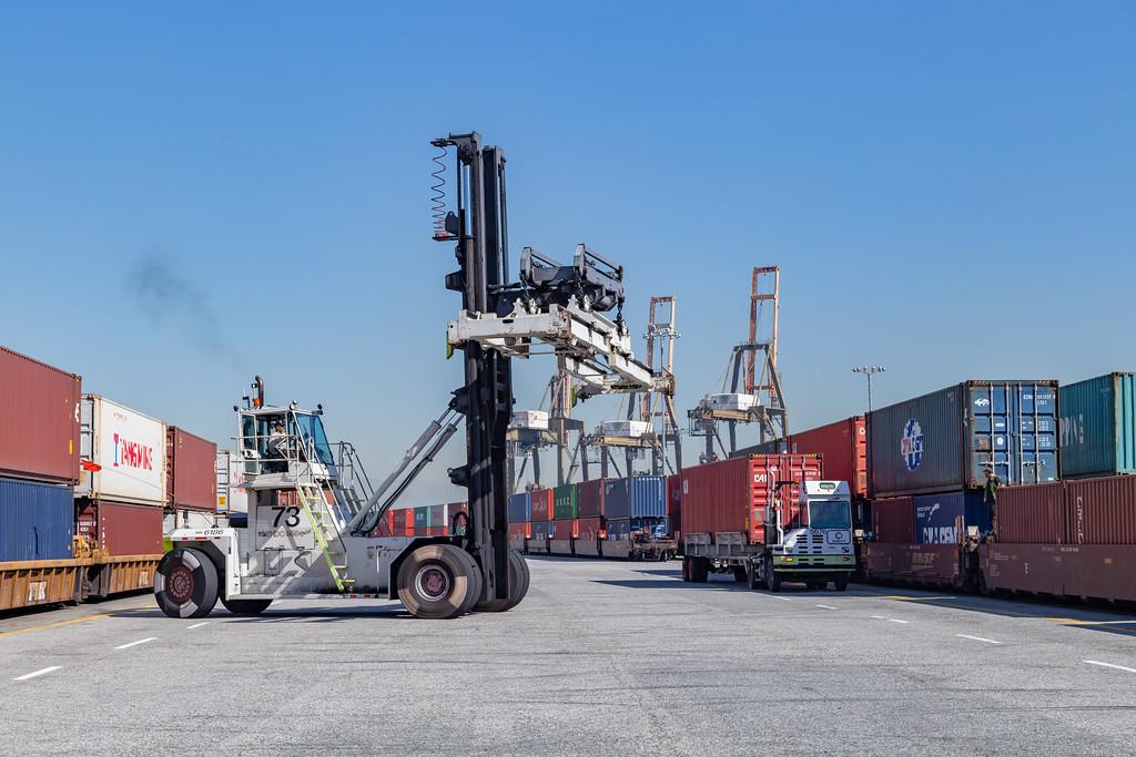160225-rail-truck-loader-155