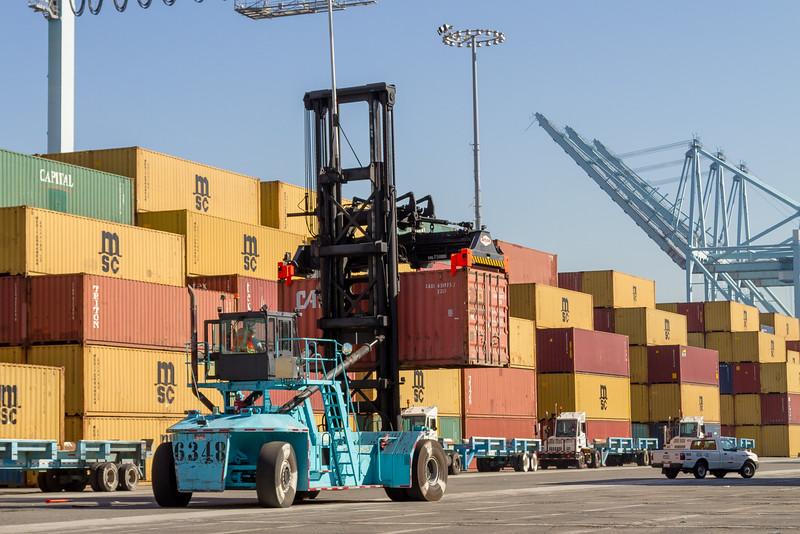 160225-loader-teu-truck-100