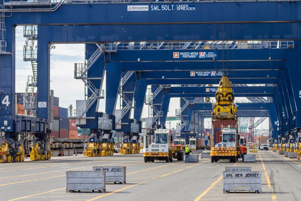 160217-truck-crane-dock-019