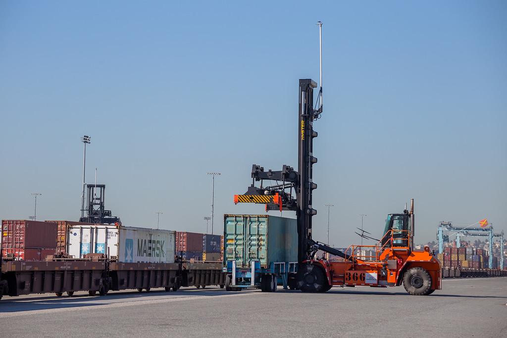 160225-loader-truck-rail-084