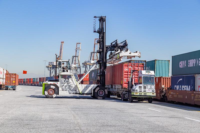 160225-rail-truck-loader-161