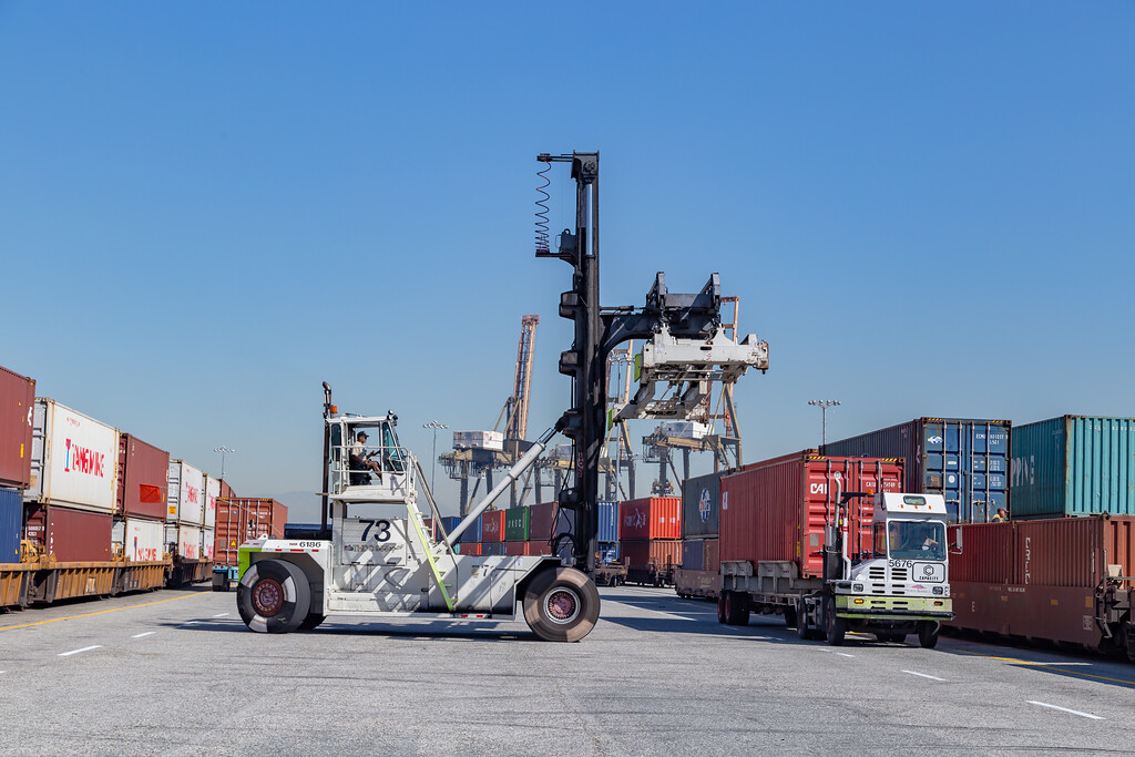 160225-rail-truck-loader-158