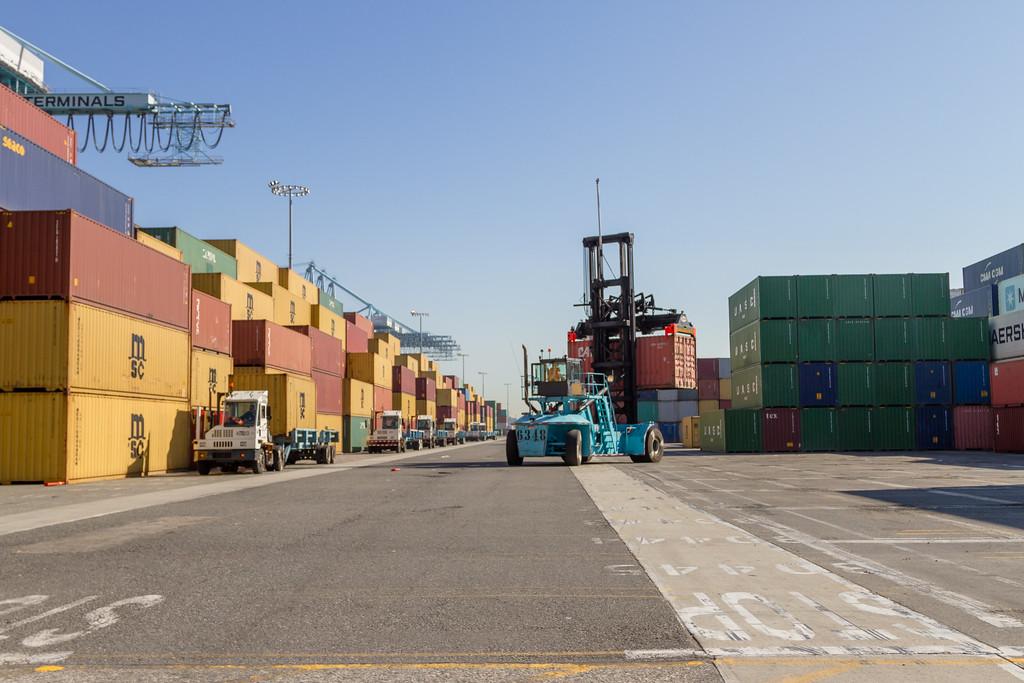 160225-loader-teu-truck-106
