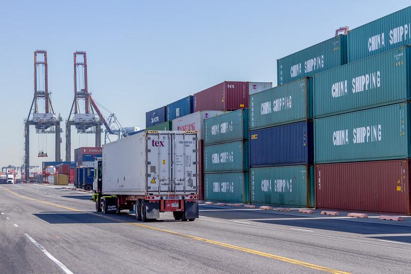 160225-truck-TEU-crane-138
