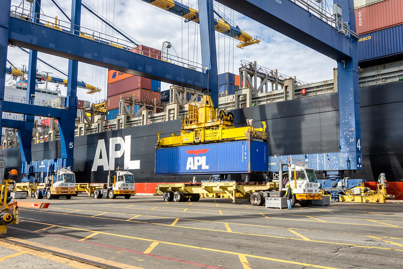 160217-truck-crane-ship-023