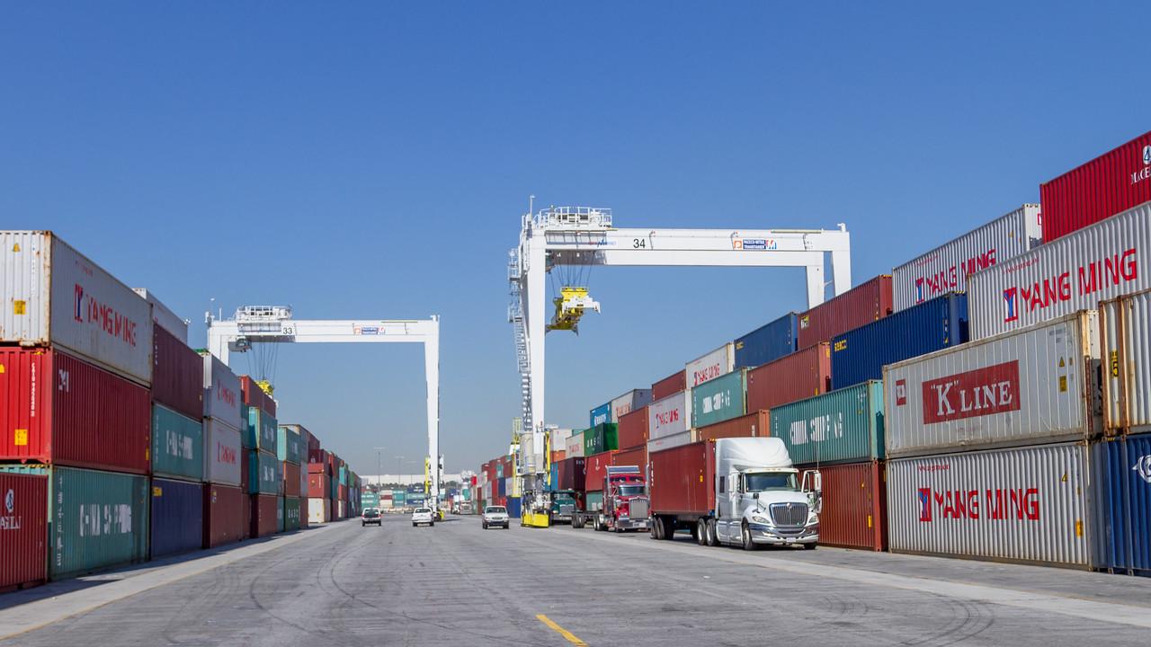 160225-truck-TEU-crane-181