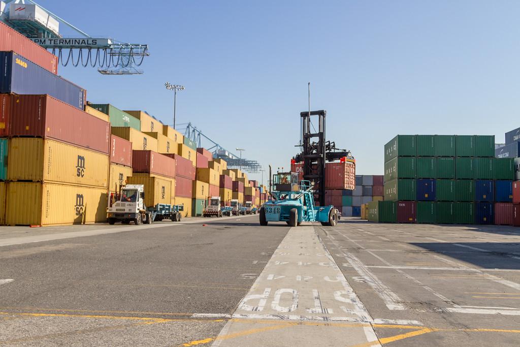160225-loader-teu-truck-105
