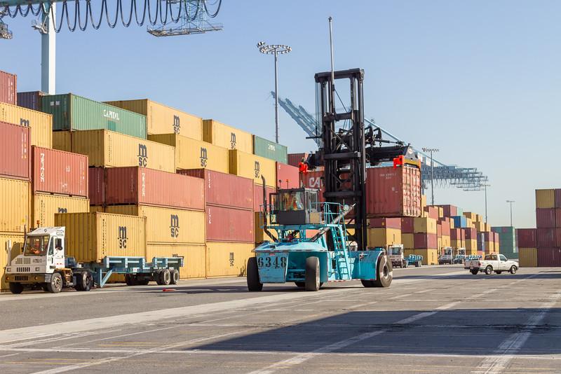160225-loader-teu-truck-102