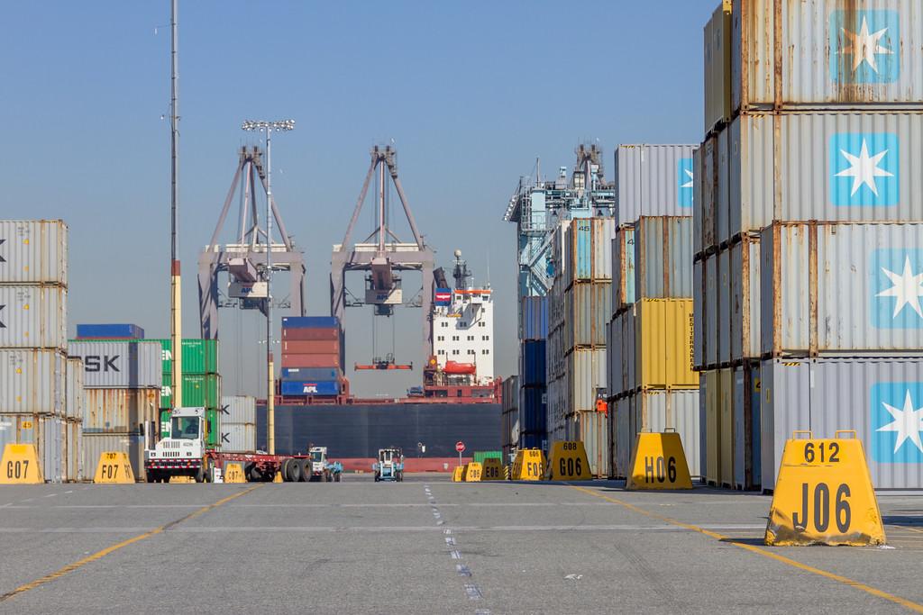 160225-ship-truck-teu-crane-112