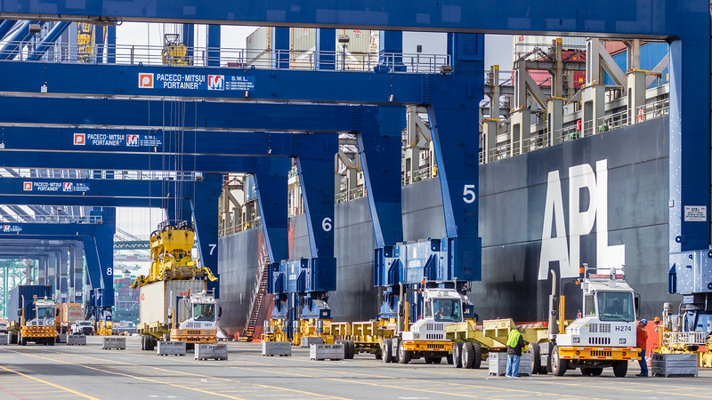 160217-truck-crane-ship-dock-022