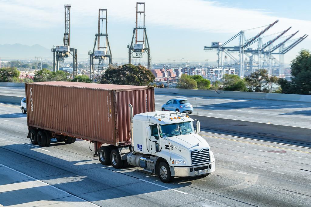 160217-truck-freeway-002