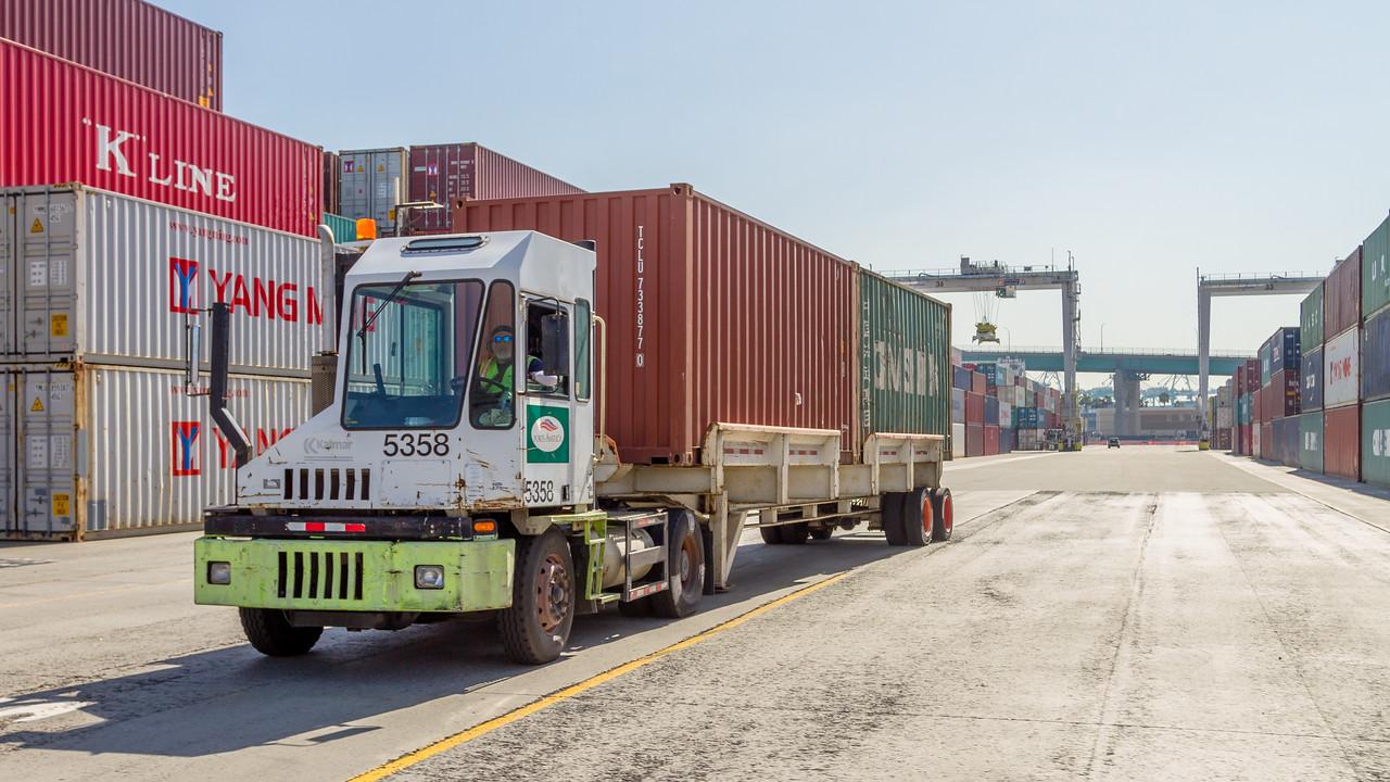 160225-truck-TEU-174