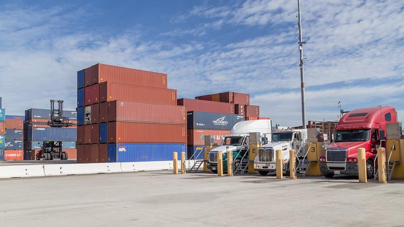 160217-YTI-trucks-teu-loader-006