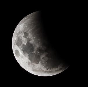Partial eclipse. 4 April 2015 h23:48