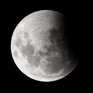 Partial eclipse. 4 April 2015 h23:27