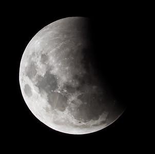 Partial eclipse. 4 April 2015 h23:38