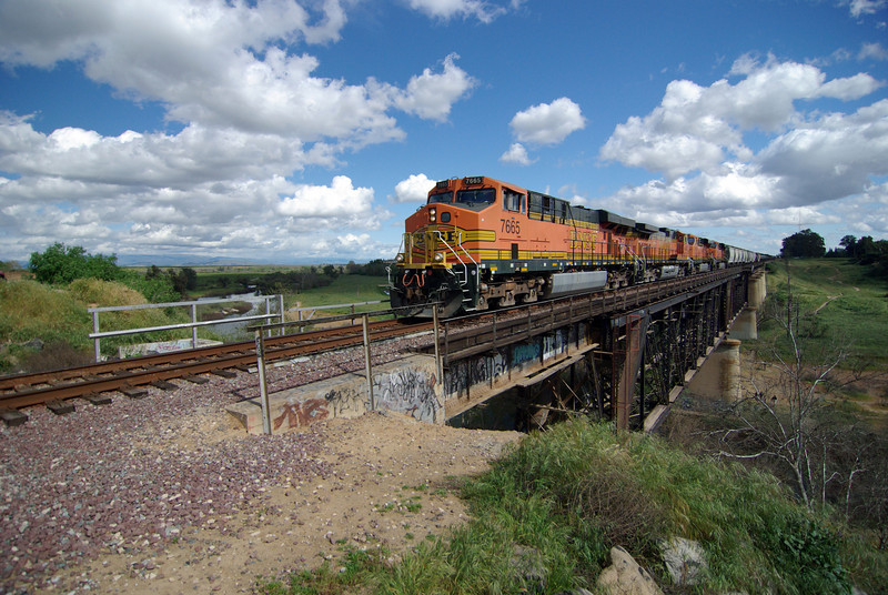 A BNSF Freight Train Crosses the San Joquin River Bridge (5)