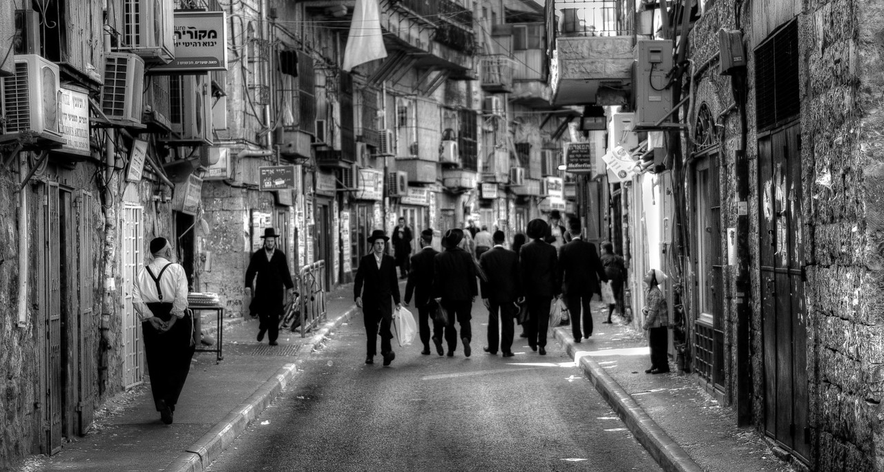 When you walk along the main commercial street you can hear English, French, Hebrew, Yiddish and even Spanish. Some of the current residents have arrived within recent years and others, the most orthodox and members of a small anti-Zionist group, refuse to speak Hebrew. They don't recognize the State of Israel and, therefore, they don't acknowledge its official language. They are not a majority but they do make their mark. <br /> Unlike other neighbourhoods of Jerusalem and Israel, Mea Shearim doesn't display Israeli flags on windows or doors. The symbol that marks the neighborhood is Judaism, not nationalism. Book stores are fully devoted to religion. Jewish crafts and kosher food are available. Clothing stores offer little variety, most of the clothes are black and look the same.