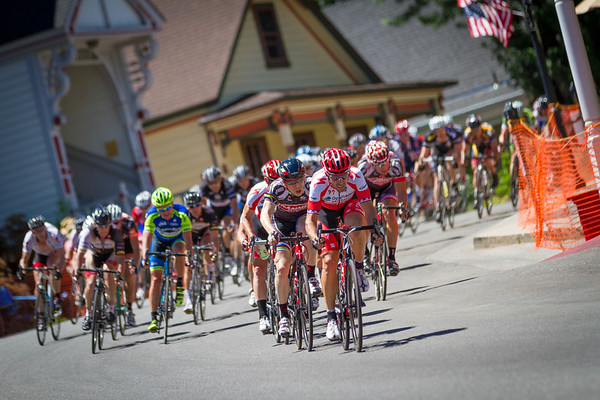Craig Roemer (Team Specialized Racing Masters) leads the charge in the early laps.