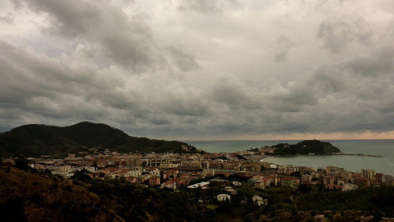 Sestri Levante, time-lapse made from the Mimosa hill with a Panasonic TZ7/ZS3 on the 21st of February 2010. I had to quit because it begun raining.