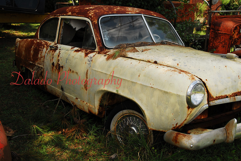 This might be a Studebaker, but I am not sure.