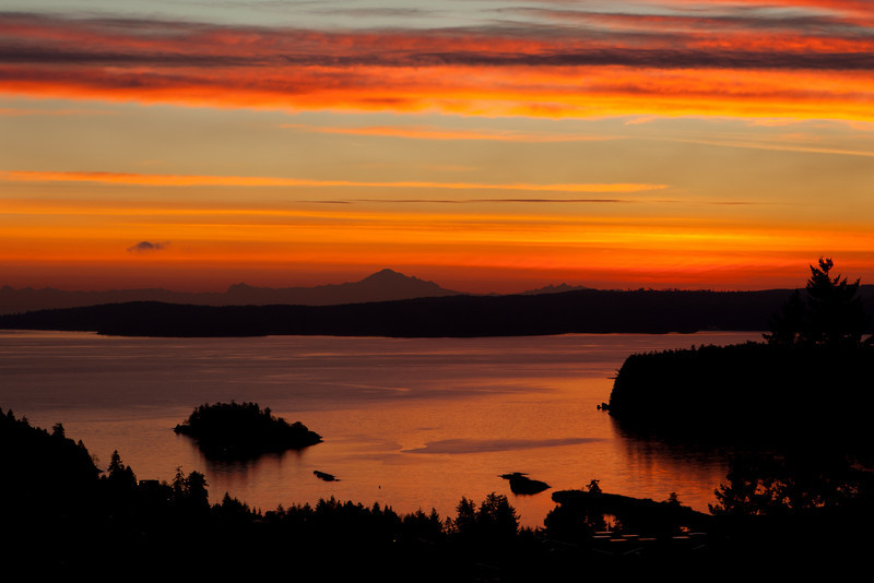 Nanaimo sunrise, with Mt. Baker