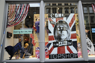 Topshop Manhattan Store front photo by Rob Rich © 2009 robwayne1@aol.com 516-676-3939