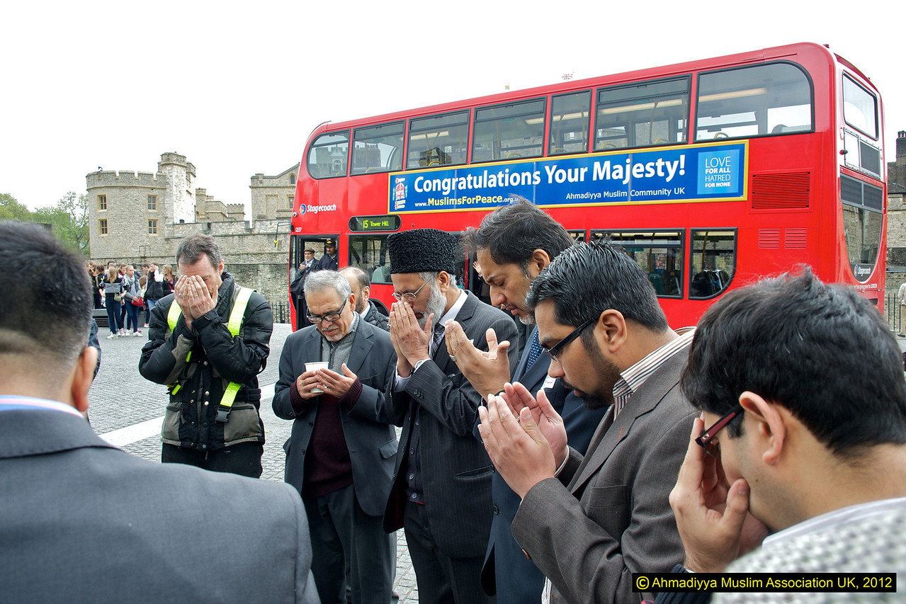 Dua outside the Tower of London on launch of peace bus