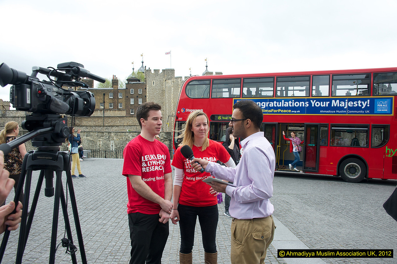 Another charity involve din the Walk this weekend being interviewed by MTA UK whilst touristse in the background pose with the bus