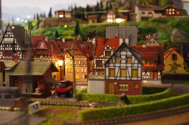 Petit village Alsacien au centre d'un magnifique train qui faisait le tour de tout le musée - Colmar (France)