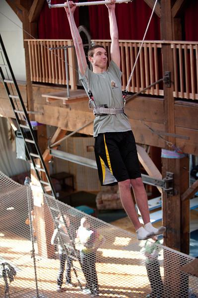 trapeze-022511--6026