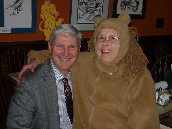 Steve Bell, '70 and the Traveling Lion (Pat Baldwin, '60)