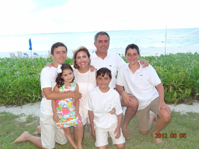 Pardo's: you have so many good family pictures.  I really like this one as well.