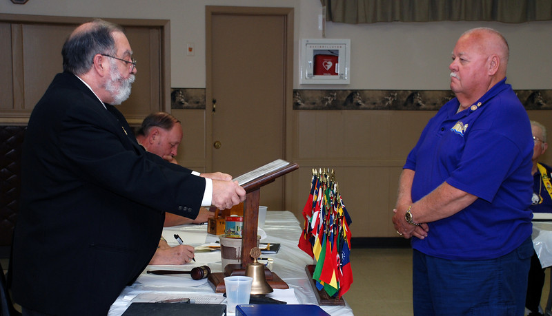 Jim inducts Wil as President of the Club in 2008.