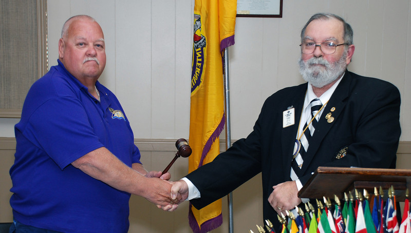 Lion Wil accepts the gavel from PDG Lion Jim after being inducted as President.