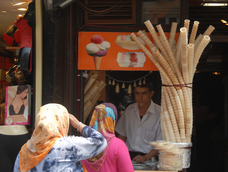 Ice cream vendor, Istiklal Caddesi (Independence Avenue), the main predominantly pedestrian shopping street, Istanbul.