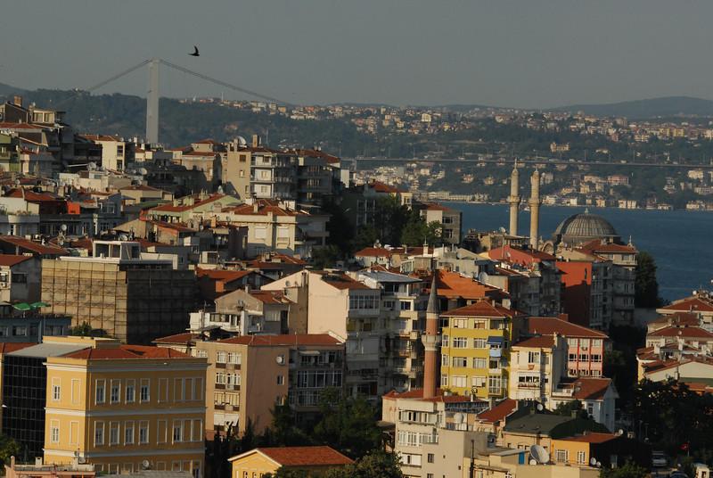Begolyu district, the Bosphorus Strait and the Bosphorus bridge connecting Europe (near side) and Asia, Istanbul, Turkey.