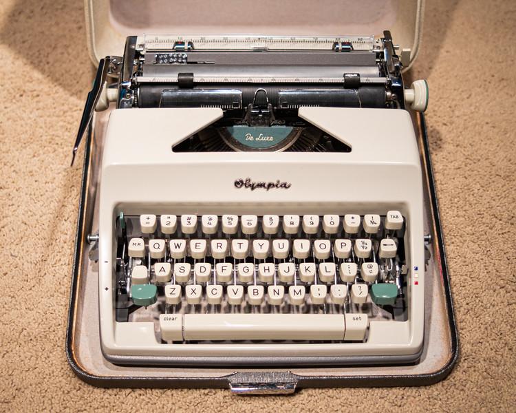 https://photos.smugmug.com/Other/Typewriters/i-3f4Dkpj/0/13da1a88/L/DSCF2829-L.jpg