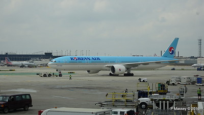 Korean Air 777 HL8009 ORD 01-06-2016 11-45-02